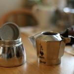 Гейзерная кофеварка - одно из самых простых устройств для приготовления кофе.