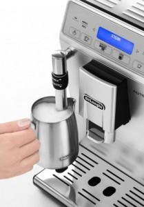 Ручной капучинатор у кофемашины DeLonghi ETAM 29.620 SB для приготовление капучино