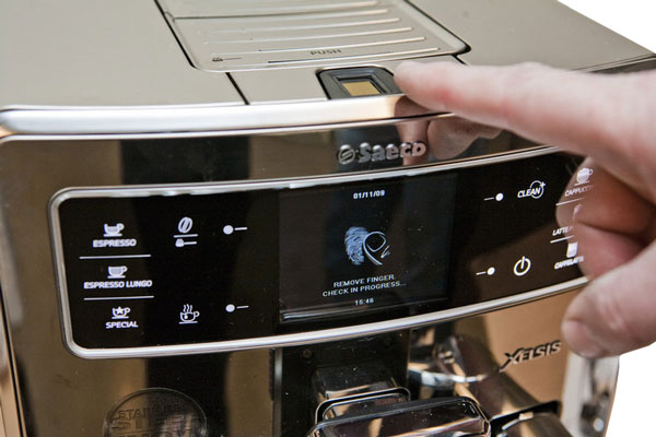 Сканер отпечатков пальцев у Philips Saeco HD 8946 09 Xelsis Digital ID