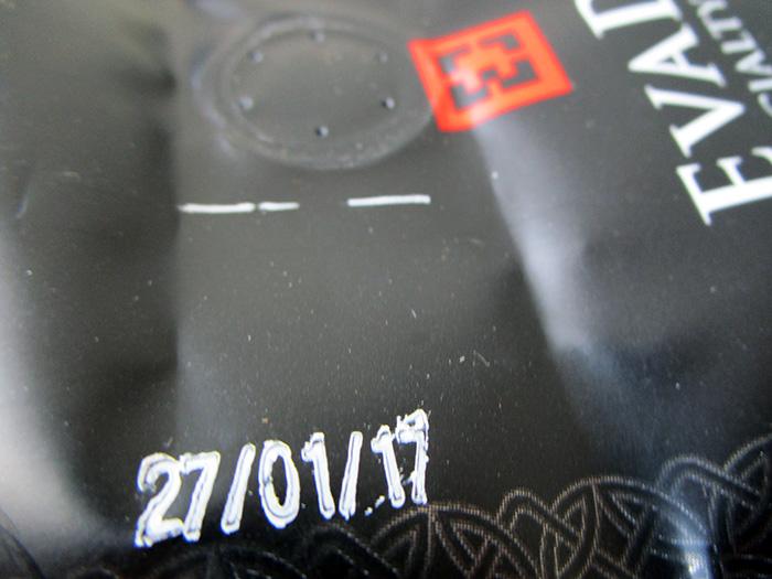 Дата обжарки и клапан на пачке кофе EvaDia