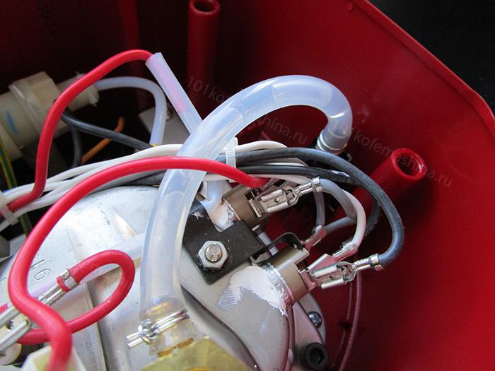Крепление термостатов на корпус бойлера у кофеварки Delonghi ECO 311