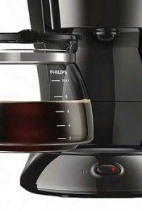 """Система """"капля стоп"""" - это уже давно не какая-то эксклюзивная функция. Клапаном-грибком, который останавливает выдачу кофе при убранном кувшине, оснащаются все современные капельные кофеварки."""