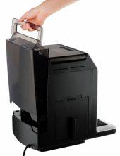 Бак достается сзади, но можно заливать воду из кувшина не снимая его.