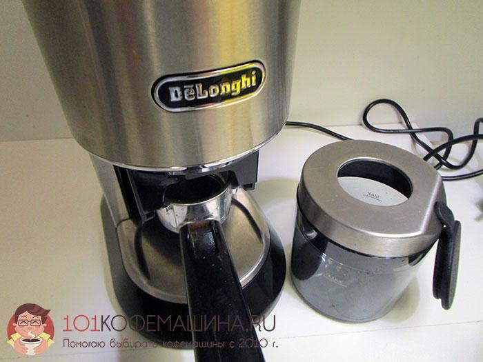 Кофемолка Delonghi KG521.M бункером для молотого кофе и переходником для помола прямо в рожок