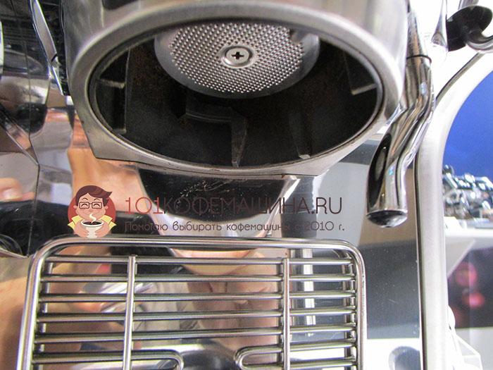 Выход горячей воды для чая/американо и подставка для маленьких чашек
