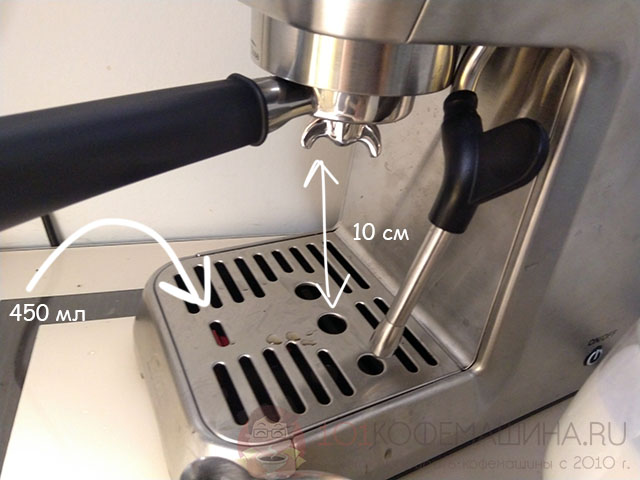 Поддон у кофеварки Solis Barista Perfetta Plus на 450 мл, а высота под носиками - 10 см