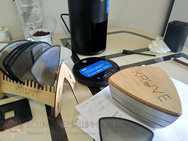 Проверяю однородность помола кофемолки Wilfa Uniform с помощью сит Kruve