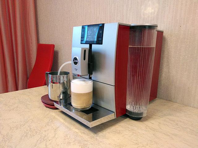 красная кофемашина jura ena8