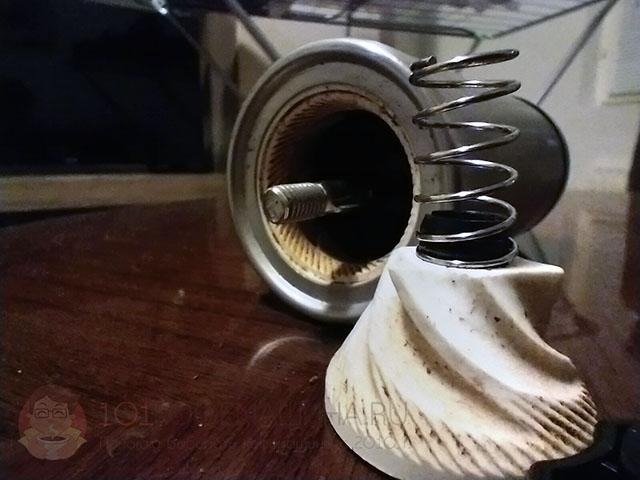 Конические керамические жернова на примере ручной кофемолки Mallony с Aliexpress