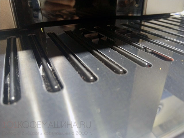 Новый поддон для капель, представленный на кофемашинах линейки Delonghi Perfecta EVO, по которому не скачат чашки