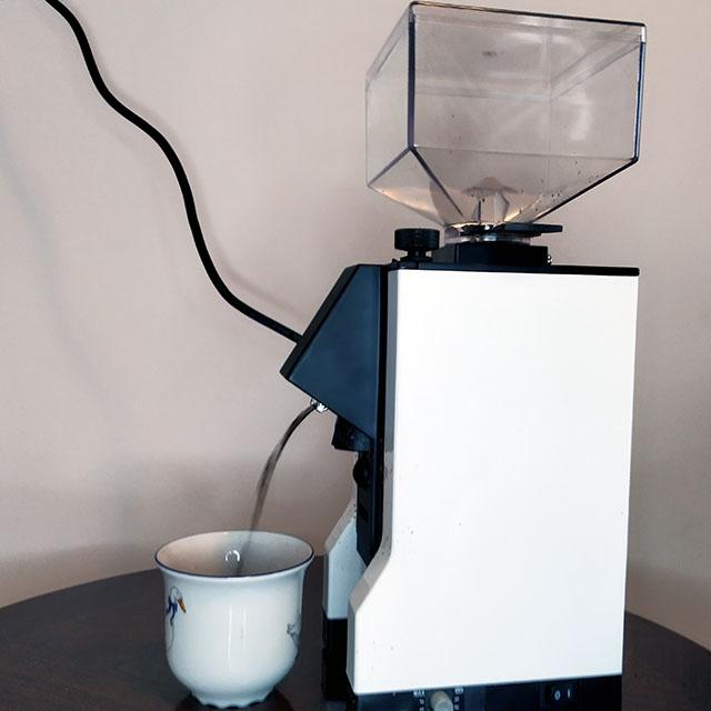 Обзор кофемолки Eureka Mignon Crono: поток помола