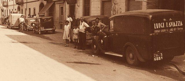 Компания Lavazza обычно указывает годом своего основания 1895-й, хотя бакалейная лавка, из которой выросла компания, открылась годом ранее - 24 марта 1894 года.